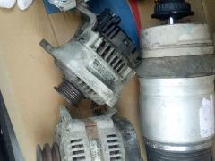 专业回收旧汽车配件,疝气大灯,三元催化及碎末
