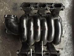 奥迪A6L进气支管 发动机波箱 刹车分泵 半轴 尾