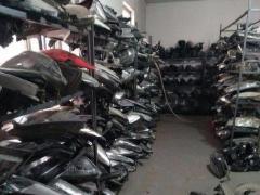 高价回收汽车新旧配件疝气大灯方向机减震器发动
